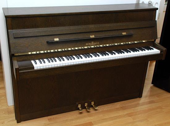 das schimmel klavier modell 106 in eiche von goecke und farenholtz klaviere fl gel cembali. Black Bedroom Furniture Sets. Home Design Ideas