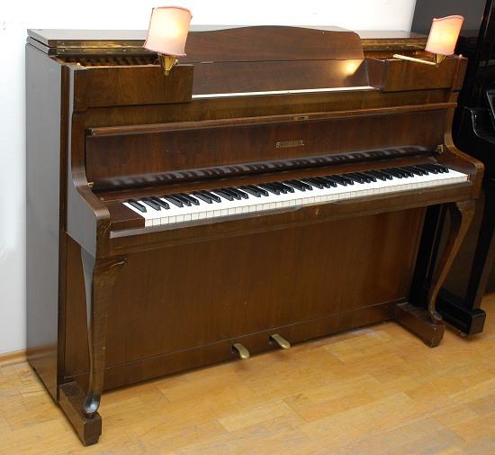 das schimmel klavier modell 108 mit l mpchen von goecke. Black Bedroom Furniture Sets. Home Design Ideas