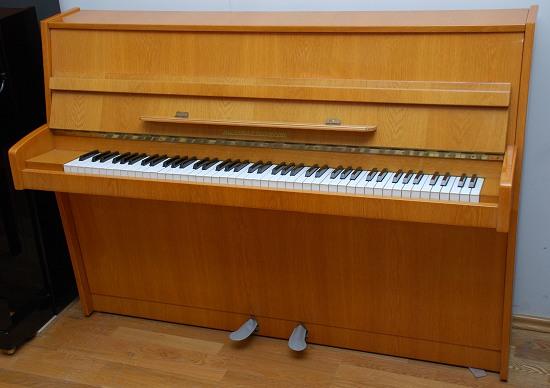 das alexander herrmann klavier modell 104 gebraucht von goecke und farenholtz klaviere fl gel. Black Bedroom Furniture Sets. Home Design Ideas
