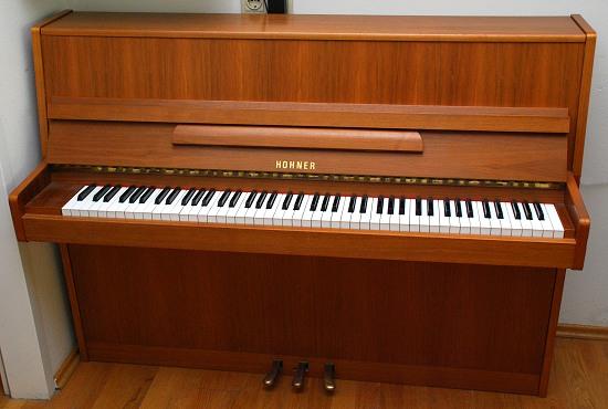 das hohner klavier modell 106 gebraucht von goecke und farenholtz klaviere fl gel cembali berlin. Black Bedroom Furniture Sets. Home Design Ideas